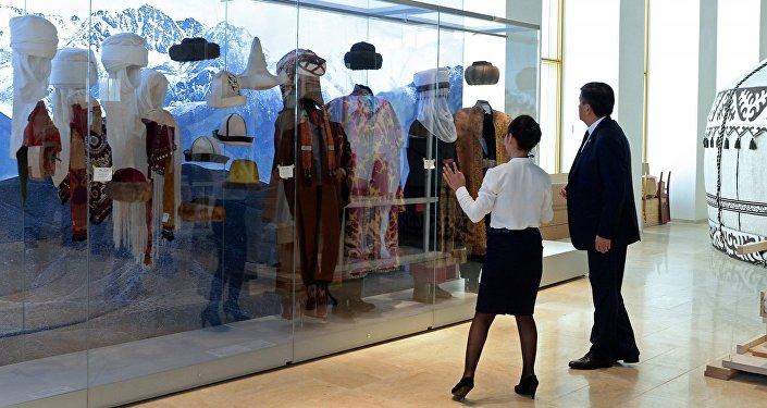 Президент өз кезегинде музейдин экспозициясын тийиштүү экспонаттар менен толуктоо керектигин айтты