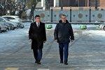Президент Сооронбай Жээнбеков аппарат жетекчиси Фарид Ниязов менен. Архивдик сүрөт