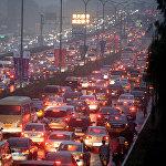 Самая длительная пробка, в которой автомобили стояли две недели, образовалась в августе 2010 года на трассе G110 Пекин – Тибет. Причиной заторов стали дорожные работы. Миллионы китайцев застряли в 260-километровой пробке, растянувшейся от пригородов Пекина до города Цзинин. Скорость движения в потоке составляла до 1 километра в день.