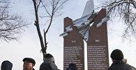 В поселке Дача СУ возле аэропорта Манас, где год назад потерпел крушение грузовой самолет Boeing 747, открыли мемориальный комплекс в память погибшим.