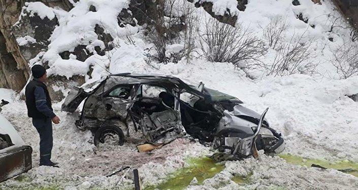 Пострадавшие в аварии на трассе Бишкек-Ош доставлены в Токтогульскую территориальную больницу