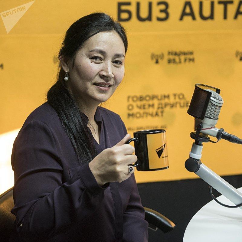 Актриса Таалайкан Абазова во время интервью на радио Sputnik Кыргызстан