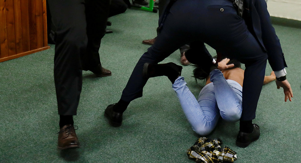 Наизбирательном участке напрезидента Чехии было совершено нападение