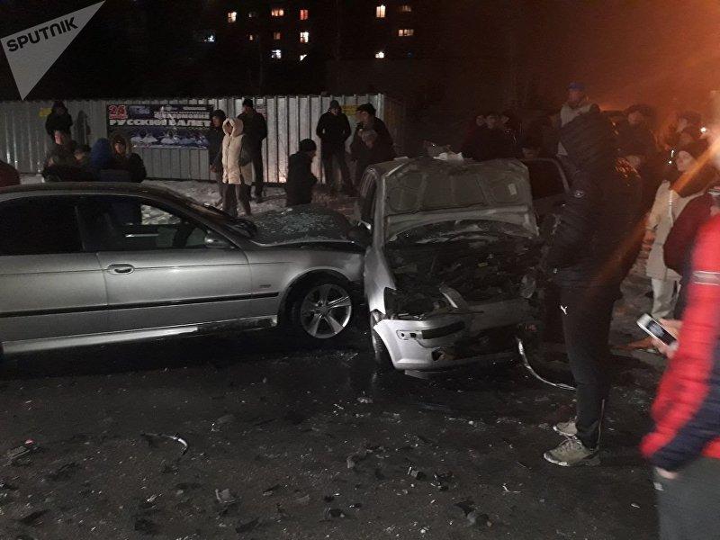 Столкнулись автомобили BMW и Daewoo Matiz по улице Кутчубаева между 6-м и 11-м микрорайонами столицы