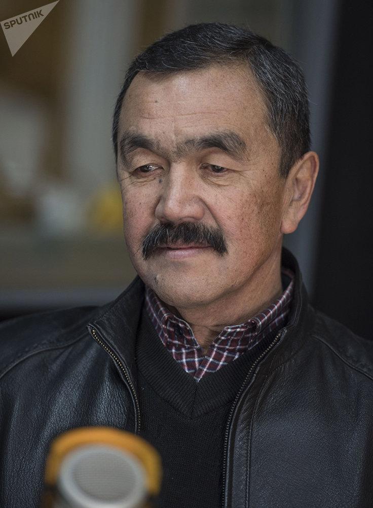 Кыргызстанский пловец участвовавший в Олимпийских играх 1968 года Ахмед Анарбаев во время интервью на радиостудии Sputnik Кыргызстан