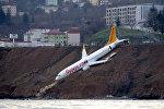 Түркиянын Трабзон шаарындагы аэропортто Pegasus Airlines аба каттамынын самолету учуп-конуу тилкесинен чыгып кетип деңизге түшүп кете жаздаган