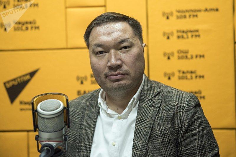 Исполнительный директор аналитического центра БизЭксперт Улук Кыдырбаев во время беседы на радио Sputnik Кыргызстан