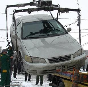 Эмне?! — перепалка милиционера с таксистом и другие моменты рейда в Бишкеке
