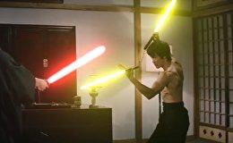 Брюс Ли со световым мечом из Звездных войн — видео стало хитом YouTube