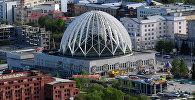 Вид на екатеринбургский цирк со смотровой площадки небоскреба Высоцкий.