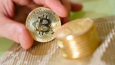 Сувенирные монеты с логотипами криптовалюты биткоин.