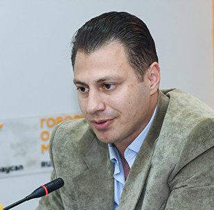 Архивное фото азербайджанского политолога, кандидата исторических наук Анара Садыхова