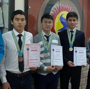 Казакстанда өткөн Жаутыков атындагы XIV эл аралык олимпиадасында кыргызстандык окуучулар 2 күмүш, 5 коло медалга ээ болушту