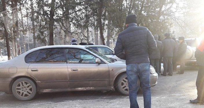 Спецоперация на пересечении проспекта Эркиндик и улицы Московской в Бишкеке