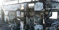 Автобус, сгоревший на трассе Самара - Шымкент в Иргизском районе Актюбинской области в Казахстане