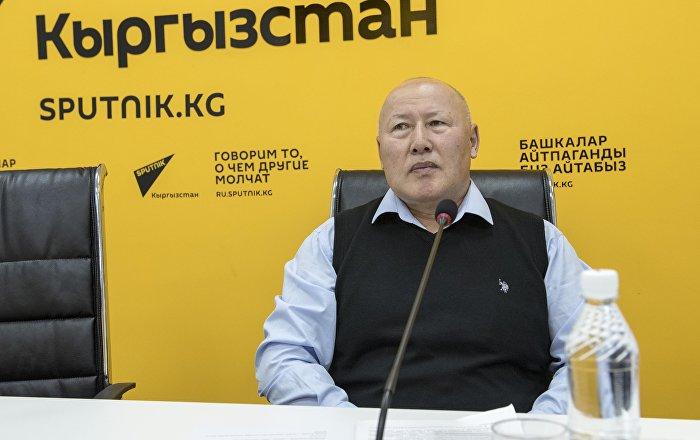 Экс-начальник Генерального штаба Вооруженных сил КР Асанбек Алымкожоев в мультимедийном пресс-центре Sputnik Кыргызстан