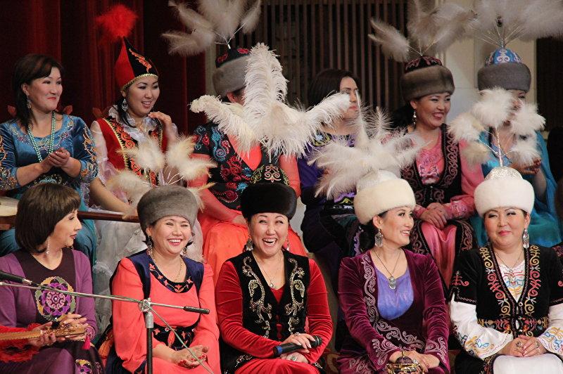 Народная акртистка Кыргызстана Гүлзат Батырканова на концерте