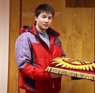 Лыжачы Тариэль Жаркымбаев жана Канат Аманкуловдун архивдик сүрөтү