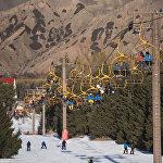 Каракол — борбордон эң алыс жайгашкан лыжа базасы. Бишкектен ага жетиш үчүн 400 чакырымдан көбүрөөк аралыкты басып өтүү керек