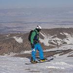 Лыжа тебүүнүн эң бийик жери 3040 метр бийиктикте жайгашкан