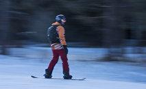 Мужчина на сноуборде на горнолыжной базе Каракол. Архивное фото