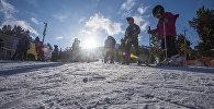 Отдыхающие на горнолыжной базе Каракол в Иссык-Кульской области. Архивное фото