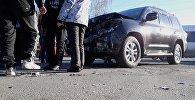 Последствия ДТП на пересечении улиц Аалы Токомбаева и Байтик Баатыра в Бишкеке