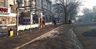 Бишкекте Киев көчөсү менен батышты көздөй бара жатканда Абдрахманов көчөсүнөн өткөндөн кийинки бөлүгүнө аялдама курулуп жатат