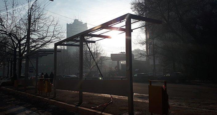 Установка остановочной станции по улице Киевской в Бишкеке