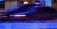 Проезжающие машины по одной из городских дорог. Архивное фото