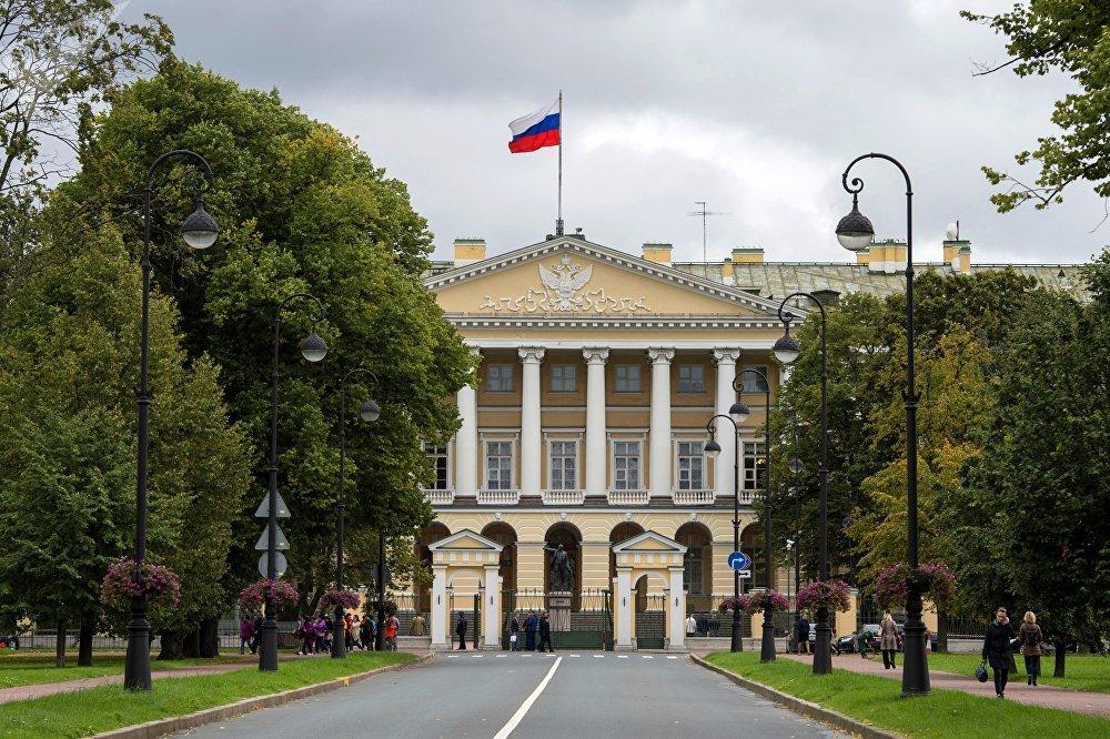 Здания Смольного института в Санкт-Петербурге
