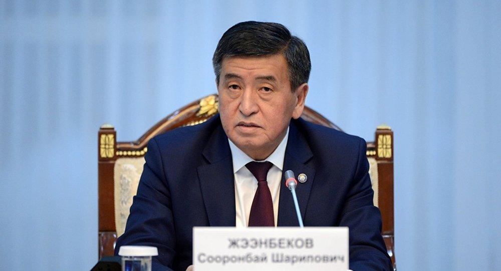 Кыргызстандын президенти Сооронбай Жээнбековдун архивдик сүрөтү