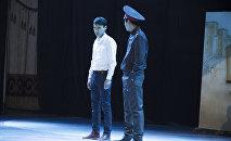 Ученикам 9–10-х классов школ Бишкека показали театрализованную постановку о рэкете в учебных заведениях