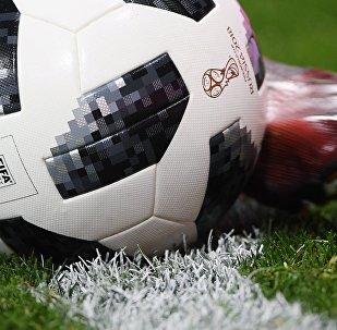 Официальный мяч чемпионата мира по футболу 2018 Telstar 18.