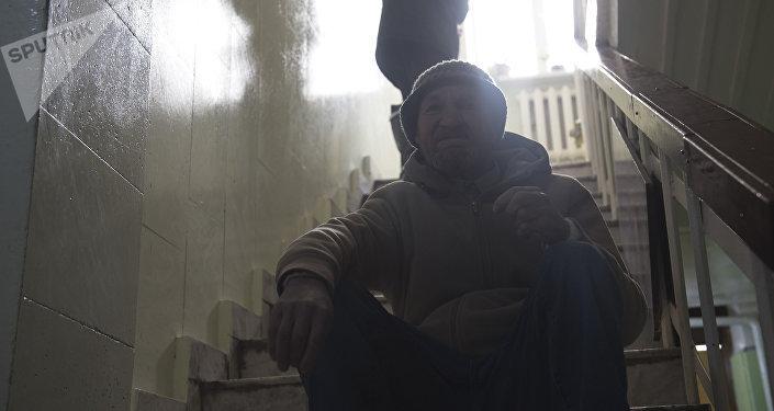 Постояльцы приюта Коломто для бездомных людей в Бишкеке