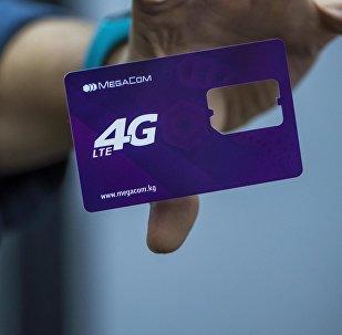 Логотип сотовой компании MegaСom на рубашке сим-карты. Архивное фото