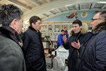 Премьер-министр Сапар Исаков бүгүн, 27-январда шашылыш түрдө Бишкек ТЭЦке барып түзүлгөн кырдаал менен жеринен таанышты