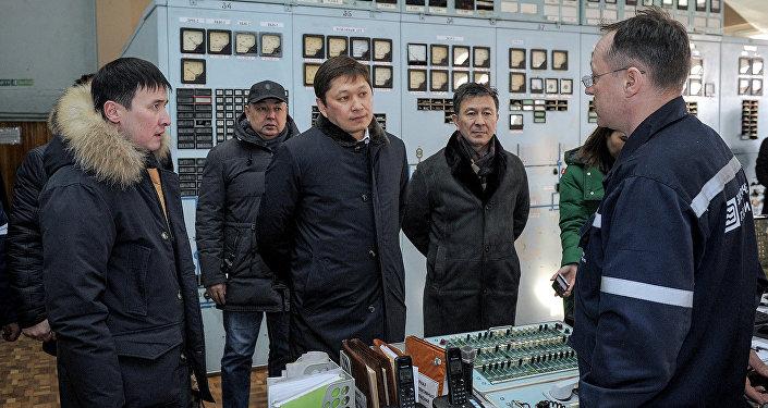 Эски премьер-министр Сапар Исаков Бишкек ТЭЦинде. Архивдик сүрөт