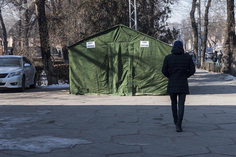 Палатки для обогрева жителей Бишкека напротив кинотеатра Октябрь