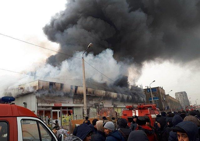 Крупный пожар на Ошском рынке в Бишкеке