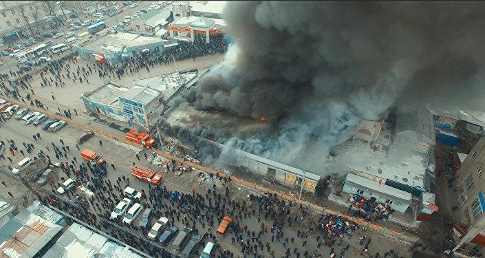 Видео пожара на Ошском рынке с дрона — как спасали товары