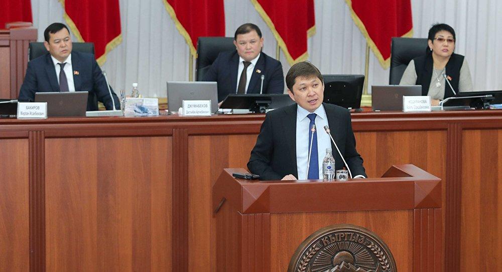 Архивное фото премьер-министра Сапара Исакова на заседании парламента