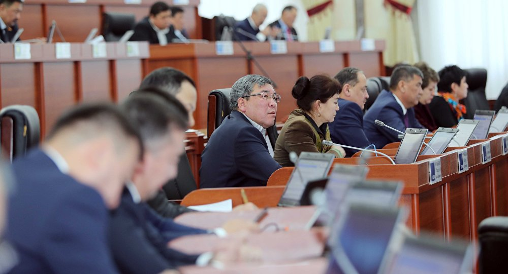 Парламент Киргизии выразил сомнение руководству