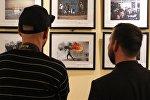 Гости на открытии выставки победителей конкурса имени Андрея Стенина в Будапеште. Архивное фото