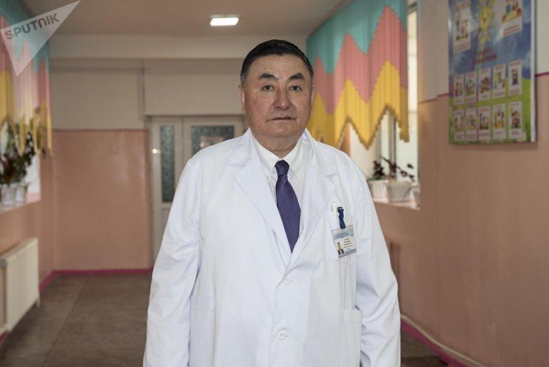 Директор Национального центра охраны материнства и детской хирургии, доктор медицинских наук, профессор Камчыбек Узакбаев