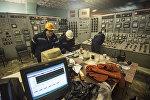 Сотрудники ТЭЦ Бишкека в комнате пульта управления. Архивное фото
