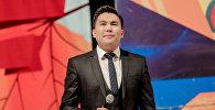 Белгилүү алып баруучу жана Тамашоу юмордук шоусунун негиздөөчүсү Эрмек Нурбаевдин архивдик сүрөтү