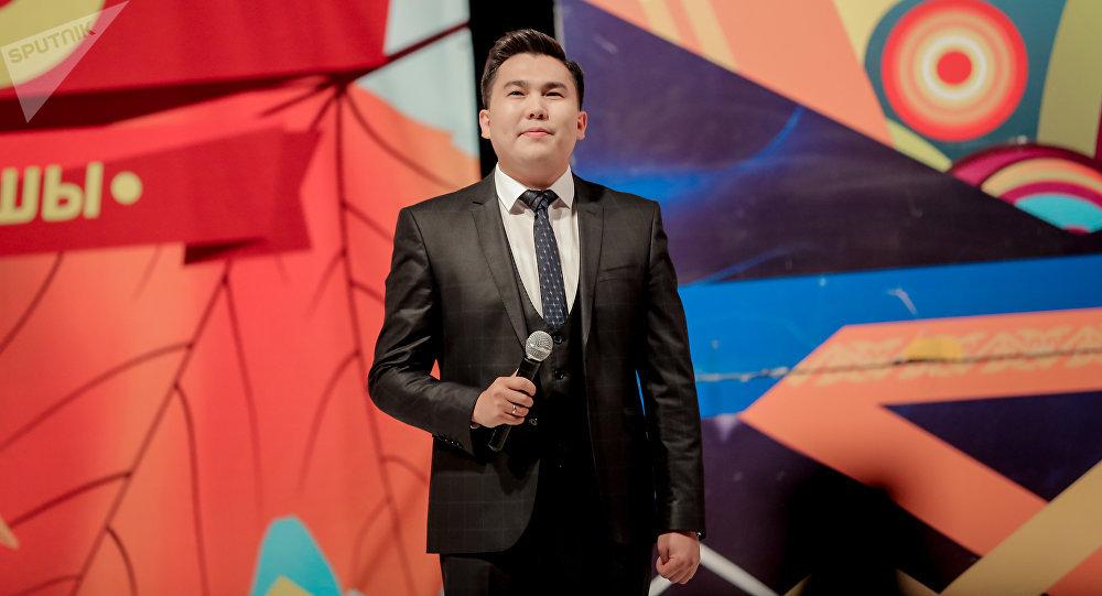 Архивное фото ведущего и автора юмористического шоу Тамашоу Эрмека Нурбаева