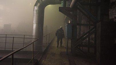Работники Бишкекского теплоэлектроцентраля после трех дней после сбоя на старом энергоблоке. Архивное фото