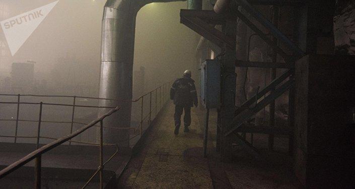Работники Бишкекского теплоэлектроцентраля после трех дней после сбоя на старом энергоблоке